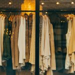 洋服を買うのにベストなタイミングとは?